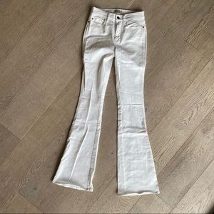 biffton jeans in white flare high waisted stretch